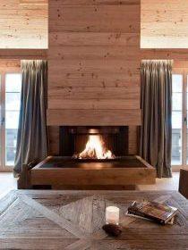 Chalet en bois et sa cheminée que l'on peut fermer