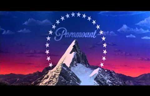 Logo de Paramount : montagne enneigée entourée d'étoiles