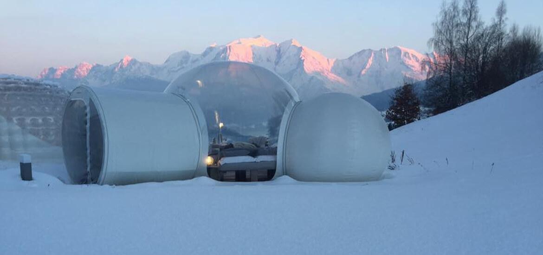 Nuit dans une bulle à la montagne