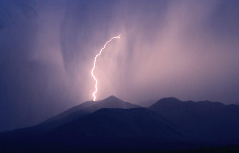 Eclair lors d'un orage en montagne