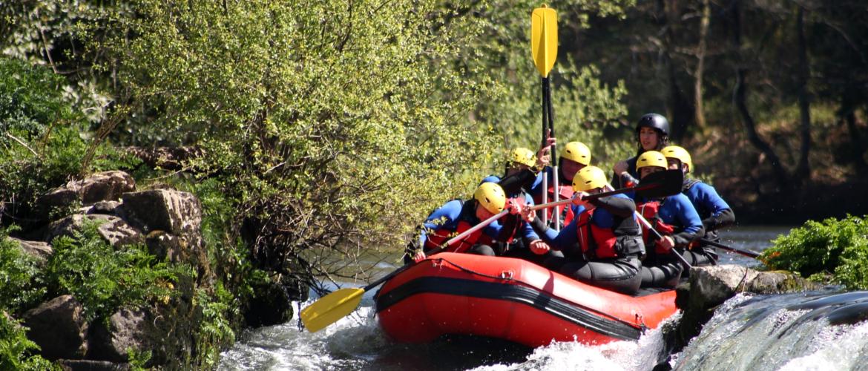 Rafting sur riviere en montagne
