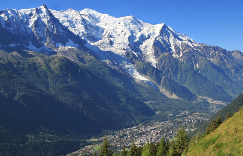 Une vue d'ensemble de la ville de Chamonix