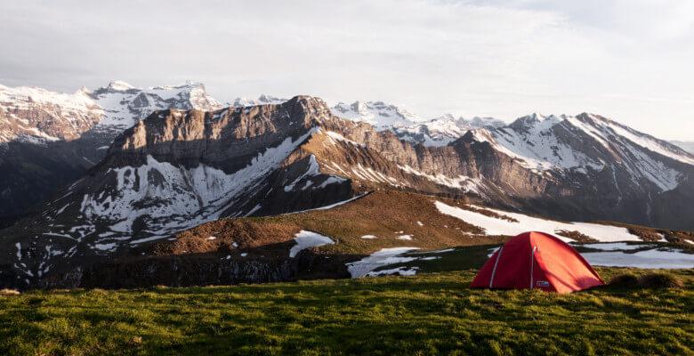 Bivouac en pleine nature dans la montagne