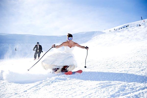 Mariage originale à ski en montagne