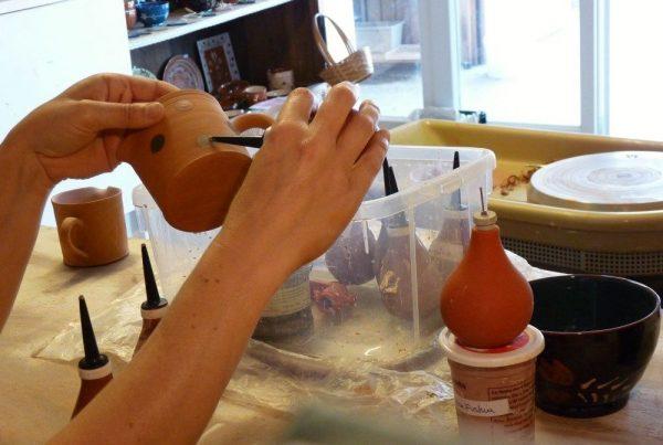 peinture sur terre cuite atelier poterie savoyarde