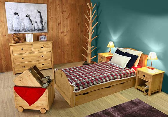 chambre enfant avec lit en pin à tiroirs