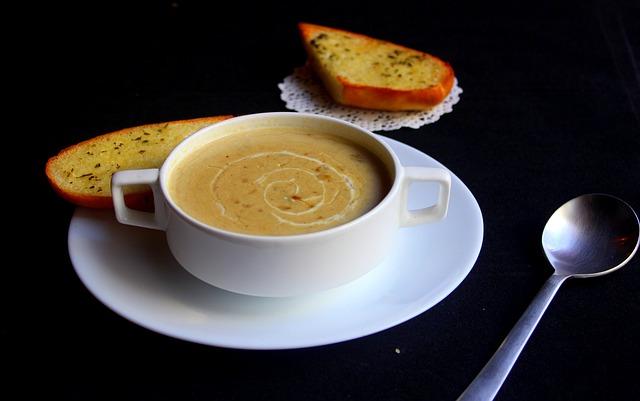 soupe de légumes d'hiver et pain